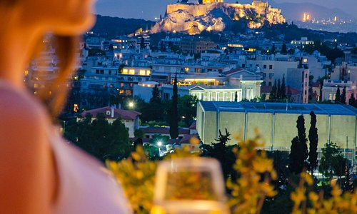 Nightlife in Athens all year round! Explore the Athenian neighbourhoods of Psyrri, Gazi, Kolonaki, Koukaki, Metaxourgeio and Syntagma and find your personal favourite spot to enjoy the capital's vivid nightlife. Who's ready for some fun?