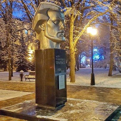 Памятник Г.А.Лопатину