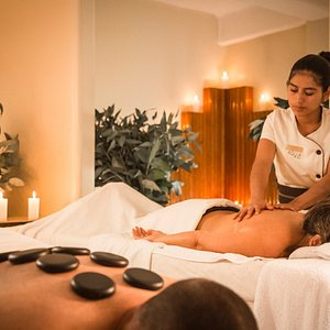 Massage with andean hot stones