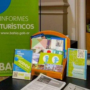Nuestra oficina se encuentra en el hall del Palacio Municipal, frente a la plaza principal de Bahía Blanca.