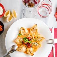 Conchiglionis farçis à la ricotta et chorizo, coulis de tomate