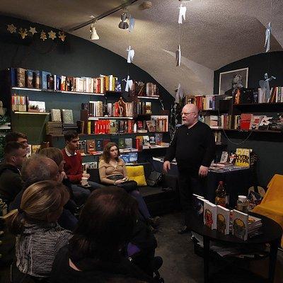 Ведущие мыслители современной России проводят лекции и семинары в «Листве». На фото — философ, писатель, публицист и общественный деятель Константин Крылов.