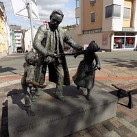 Englebert Humperdink Statue, Boppard train station