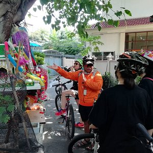 Bangkok Behind the Scenes Tour - History, culture and traditions revealed.🚴