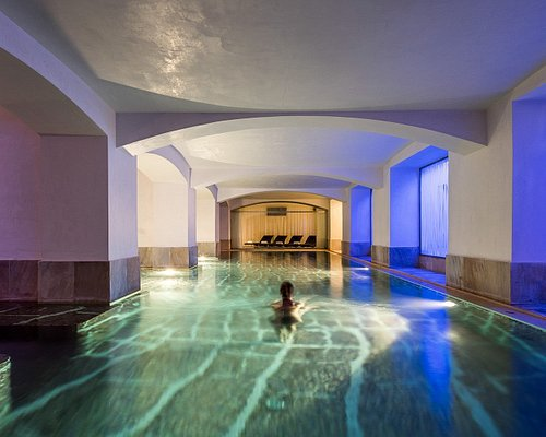 Relaxing 20m pool