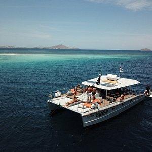 catamaran day tour in komodo