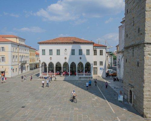 Loggia miejska i Pałac Pizarello-Palma (po lewej)