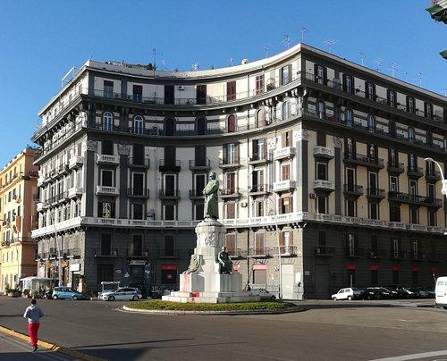 Monumento a Re Umberto l, Via Nazario Sauro, 24, январь.