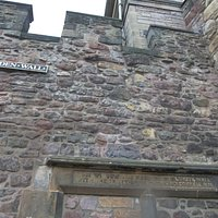 Flodden Wall (auténtico trozo de muralla del año 1513)