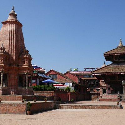 Bhaktapur, Durbar Square, tempio di Kedarnath in primo piano e di Gopi Nath a destra in secondo piano