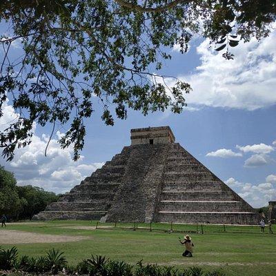 El día soleado y la luz perfecta para apreciar esta belleza de pirámide en Chichén Itzá. Maravilla del mundo sin lugar a duda!