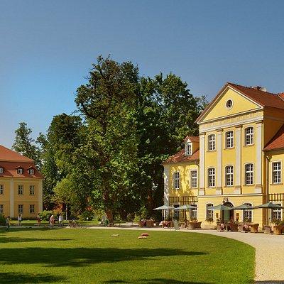Mały i Duży Pałac od strony parku