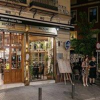 La calle Peris Mencheta, en Sevilla, sede del restaurante Álcazar Andalusí Tapas.
