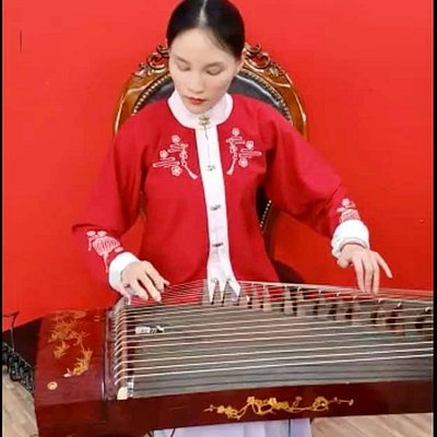 Chinese traditional musical instrument performance