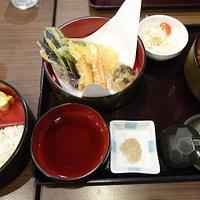 天ぷら定食そばセット(温かいそば)です。