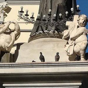 Obelisco di San Gaetano, Piazza San Gaetano, Неаполь, январь.