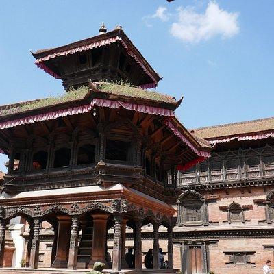 Bhaktapur, Durbar Square, il padiglione Chyasilin Mandap ricostruito nel 1990