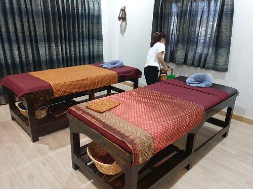 beds for hot oil massage
