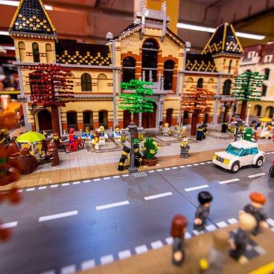 A Nagycsarnok (épült: 1897) Magyarország legnagyobb és legszebb fedett vásárcsarnoka, amely méltán ismert és népszerű mind a turisták,  mind a helyi lakosok körében LEGO kockákból építve.