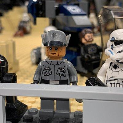 A KockaParkon belül egy 200 m2-es teremben a Star Wars eposz jelenetei elevenednek meg szinte az összes szereplő közreműködésével.