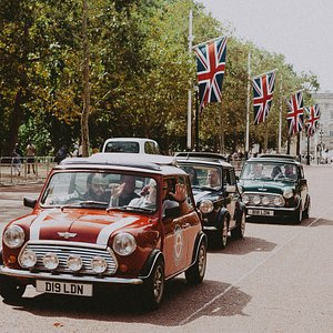Classic Minis (Robin, Dot and Agnes) on The Mall - Landmarks of London tour