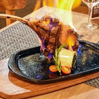 750g Karan Tomahawk Steak