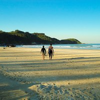 Praia do Mariscal é uma das praias de Bombinhas propícia para o surf.