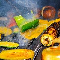 Ofrecemos productos de Primera Calidad a la Parrilla como vegetales del Huerto.