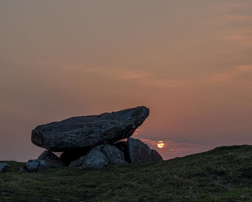 Fra Troldkirken kan man opleve den smukkeste Solnedgang ned over Limfjorden.