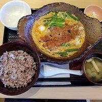 四元豚ロースかつの玉子とじ定食(税抜き:900円)