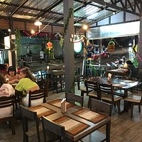 Очень приятное место: вкусная еда из свежих продуктов по хорошим ценам. Приятное обслуживание и милые люди.