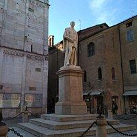 Monumento ad Alessandro Tassoni