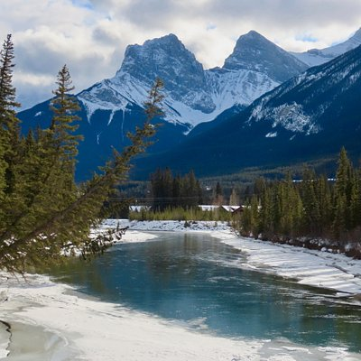 Magnificent scenery along the Bow River Loop