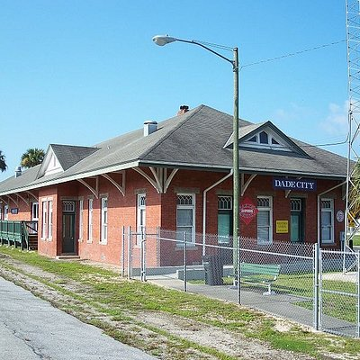 the beautifully preserved 1912  Atlantic Coastline Depot is now offering tours to tell its heritage and history.