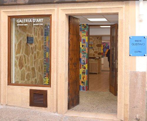 Bienvenidos!  En la galería de arte Espai Gustavo os esperamos con las puertas y los brazos abiertos.