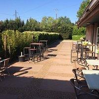 Entrée et Terrasse du Club House du Bas Rhône...