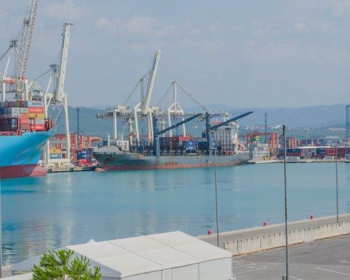 Widok z platformy widokowej na port w Koprze
