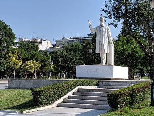 Statue of Eleftherios Venezelos in Dikastirion Square