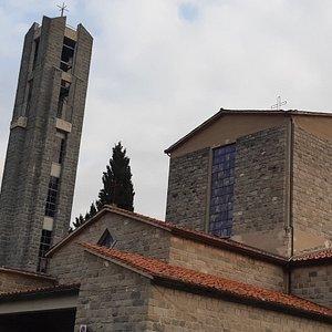 vista esterna e campanile