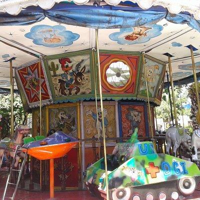 Plaza Salaberry: Carrousel-  Barrio Mataderos, Bs.As. 2020.