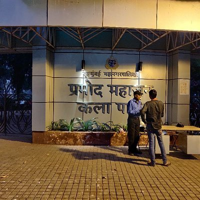 """KALA PARK If you walk on Senapati Bapat marg from Dadar station towards Elphiston road,you will be surprised to find a """"green oasis among th"""