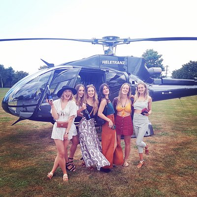 These beauties know how to take a wine tour