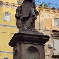 Monumento a Vincenzo Bellini, Piazza Bellini, Неаполь, январь.