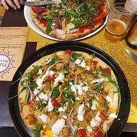Pizzas bien garnies, un vrai délice !