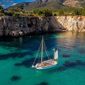 Empezamos la nueva temporada con un increíble barco centenario de vela típico de las Islas Baleares. Una experiencia única e inolvidable!