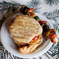proziak burger z kurczakiem i szaszłyk warzywny