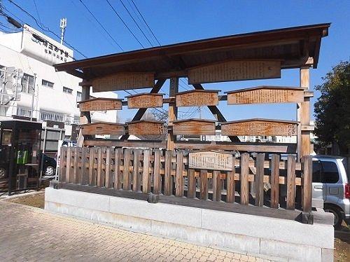 杉戸宿高札所跡。高札は復元されたものではあるが、江戸時代の宿場の雰囲気はよく伝わる。