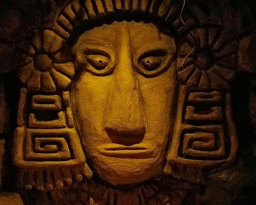 La Prophétie MAYA - Escape Game Strasbourg The Little Red Door  La prophétie raconte que tous les 50 ans les astres s'alignent et le temple Maya de Teotikal est accessible pendant une heure. Le Professeur Mointilac missionne votre équipe d'aventuriers pour dérober l'un des mythiques crânes de cristal, et sortir avant que le temple ne s'effondre !