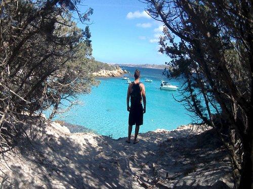Questo sono io in una delle meravigliose spiagge della Sardegna.