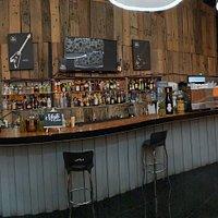 Nuestra Barra donde podrás disfrutar de los mejores Cócteles preparados, Cervezas, Macerados y Destilados.